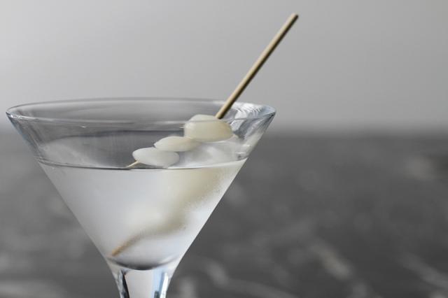 gibson-martini-recipe-cocktailsandbars-IMG_068316